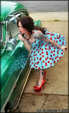 Rockabilly Girls and Vintage Style Pin-Ups Rockabilly Style, Rockabilly Fashion, Retro Fashion, Vintage Fashion, Rockabilly Girls, Rockabilly Makeup, Rockabilly Dresses, Estilo Pin Up, Estilo Retro