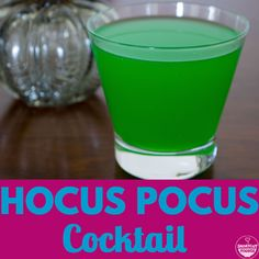 Looking to spice up your Halloween drinks? Find out how to make this simple & easy, green Halloween cocktail called Hocus Pocus. Halloween Cocktails, Halloween Desserts, Haloween Drinks, Halloween 2018, Happy Halloween, Halloween Party, Green Alcoholic Drinks, Fall Drinks, Blue Curacao