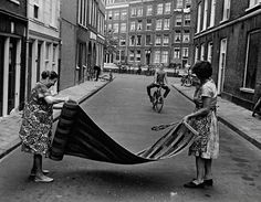 """Two women in the Anjeliersstraat in the Jordaan section of Amsterdam are """"beating"""" a rug. Living In Amsterdam, Amsterdam City, Amsterdam Jordaan, Best Places To Live, Great Memories, Old Pictures, Photo Book, Street Photography, Netherlands"""
