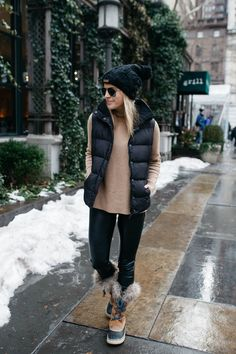Sorel boots boots for winter, winter snow outfits, sorel winter boots, sn. Snow Boots Outfit, Winter Boots Outfits, Winter Fashion Outfits, Autumn Winter Fashion, Winter Clothes, Winter Wear, Snow Clothes, Outfit Winter, Women's Boots