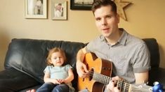 A little girl has won legions of hearts across the globe thanks to her cute singing videos that she films alongside her dad. four-year-old singing sensation Cute Funny Babies, Funny Cute, Funny Kids, Funny Short Videos, Funny Video Memes, Funny Baby Memes, Kids Singing, Cute Baby Videos, Cute Songs