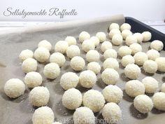 Rezept für selbstgemachte Raffaello ♥ Kokos-Mandel-Kugeln selber machen ♥ Herzbotschaft.de