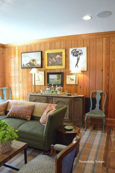 Tavern Southern Living Home-Housepitality Designs - couch color! Knotty Pine Living Room, Knotty Pine Rooms, Knotty Pine Decor, Knotty Pine Paneling, Wood Paneling Decor, Paneling Makeover, Southern Living Homes, Cabin Interiors, Layout