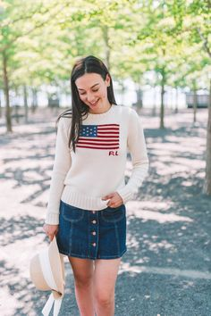 A knit flag sweater is definitely a summer staple! Prep Style, My Style, Classic Style, American Flag Sweater, Preppy Winter, Preppy Girl, 4th Of July Outfits, Summer Outfits, Julie