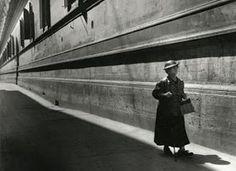 Los Grandes Fotografos: Herbert List (1903-1975) Herbert List, Modern Photography, Black And White Photography, Street Photography, Artistic Photography, Jean Arp, Henri Cartier Bresson, Magritte, Celebrities Then And Now