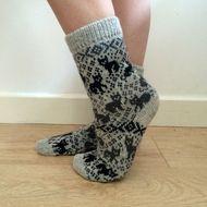Light gray wool knit socks with cat pattern Unique Fun Fair Isle £ . Light gray cat knit socks Unique Fun Fair Isle £ STEP-BY-STEP . Fair Isle Knitting, Lace Knitting, Knitting Socks, Knitting Patterns, Bead Sewing, Knitted Cat, Fun Fair, Fair Isle Pattern, Patterned Socks