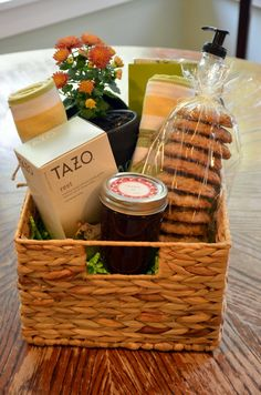 20 unique diy gift baskets that are super easy to make pinterest new neighbor gift basket solutioingenieria Image collections