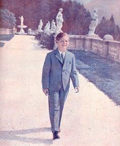 Re Mihai la 8 ani 1929 - Romania, pin by Paolo Marzioli Michael I Of Romania, Romanian Royal Family, Peles Castle, Princess Anne, European Countries, Eastern Europe, Descendants, Edinburgh, Amen