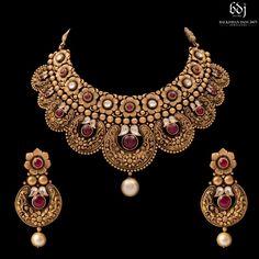Kundan Jewellery Set, Gold Temple Jewellery, Indian Jewelry Sets, Gold Jewelry, Jewelery, Bridal Jewelry, Antique Jewellery Designs, Gold Earrings Designs, Gold Jewellery Design