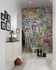 Un papel pintado mural favorito de Rebel Walls, Magazine Letters! #rebelwalls #papelpintado #murales