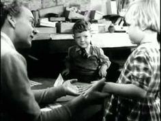 """""""Thursday's Children"""", 1954,  de Lindsay Anderson. Englobado en el Free cinema, Anderson se posicionaba de ésta forma: """"El papel del cineasta no consiste en incitar a una acción política (...), sino a hacer posible una toma de conciencia, devolviendo a las clases populares el sentido de su valor humano, de su importancia, de su dignidad""""."""