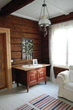 Tiny House Cabin, Cottage Interiors, Cottage Design, Unique Home Decor, Log Homes, Interior Design Living Room, Sweet Home, Table, Living Room