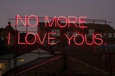 """12 Months of Neon Love"" de Victoria Lucas e Richard William Wheater."