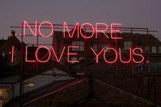 """12 Months of Neon Love"" de Victoria Lucas e Richard William Wheater."