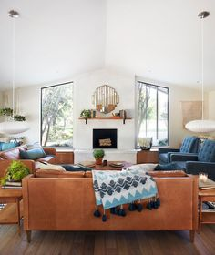 Mid-century living room from episode 6 of the 5th season of Fixer Upper