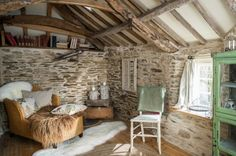 Found this lovely cottage on Unique Home Stays. Talk about a cottage fantasy! This cottage is for rent and located in the hamlet of Rilla Mill, North Cornwall, UK. What a beautiful spot and love… Cottage Living, Cozy Cottage, Garden Cottage, Cottage Farmhouse, Coastal Cottage, Coastal Decor, Farmhouse Decor, Living Room, English Cottage Interiors
