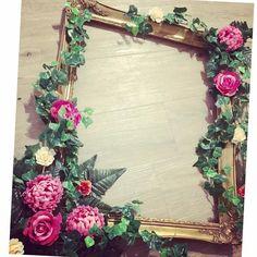 Vintage gold frame for wedding photos / selfies / backdrops. Gold and pink wedding. Wedding ivy. Wedding selfie frame. Wedding decor