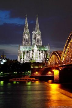 Google Image Result for http://www.funcram.com/media/pictures/cities-at-night/cologne-cathedral-at-night.jpg