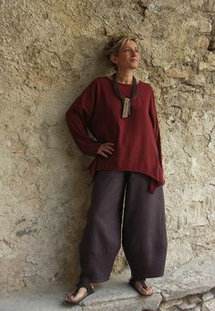 Top unstructured for women made of raw silk dark red color. Looks Mode Hippie, Mode Boho, Fashion Over, Boho Fashion, Womens Fashion, Fashion Trends, Dame Chic, Vetements Clothing, Advanced Style
