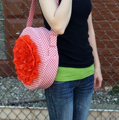 Tutorial: The Red Poppy Bag.  Saved for the instructions with an adjustable strap