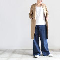 ルーズなボトムスブームは続くワイドデニムで作るナチュラルボヘミアンスタイル Harem Pants, Duster Coat, Lifestyle, Clothes For Women, Fashion News, Casual, Women's Clothing, Jackets, Outfits