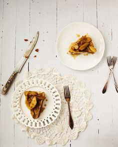 Mascarpone Cheesecake with Apples and Caramel