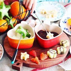 ouchigohan.jp 2016/12/24 21:15:55 【 #おうちごはん通信 】photo by @angepasse 今日はクリスマスイヴですね🎄おうちごはん、楽しんでいますか?🎅🔔今日はクリスマスにぴったりの主役級デザート、チョコレートフォンデュをご紹介です❤️明日作ってみてはいかがでしょうか? . -------------------------- ★詳しくは @ouchigohan.jp プロフィールURLから見てくださいね! 簡単だけど主役級。より可愛くみえる「チョコレートフォンデュ」の作り方 https://ouchi-gohan.jp/569/ -------------------------- ◆このアカウントではインスタグラマーさんの素敵なPicをご紹介しています。 ハッシュタグ #LIN_stagrammer#delistagrammer #デリスタグラマー を付けて投稿してみてくださいね! ※これらいずれかのハッシュタグがついた投稿を、おうちごはんFacebookページ でもご紹介させていただくことがございます。…