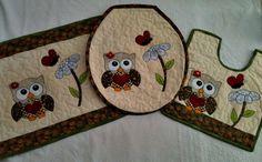 kit composto por: capa da tampa do vaso ,tapete de pia e tapete do vaso.feito com a técnica do patchwork ,quilt e patch apliquê.com tecidos 100%algodão.