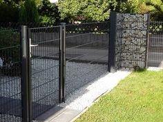 Fence Wall Design, Exterior Wall Design, Privacy Fence Designs, Pool Fence, Backyard Fences, Garden Fencing, Gabion Fence, Gabion Wall, Modern Bungalow House