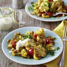 Gebratener Blumenkohlsalat mit Curry-Joghurtsoße Rezept | LECKER