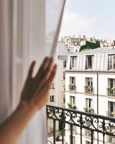 Coucou Paris 👋🏻Photo: via Oh The Places You'll Go, Places To Travel, Places To Visit, Travel Destinations, Desert Days, Paris By Night, Villefranche Sur Mer, Photo Grid, Reisen In Europa