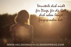Das Wesen echter Gnade: https://heldenmut4110.wordpress.com/2015/10/19/gnade-kann-man-nicht-verdienen/