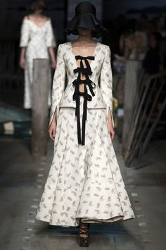 See the complete Erdem Spring 2017 collection from London Fashion Week.