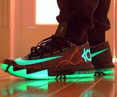 OMG the kd 6 illusions I think these was the first kds to glow in the dark and they look even better in the light Kd Shoes, Sock Shoes, Cute Shoes, Me Too Shoes, Shoes Sneakers, Jordan Shoes, Nike Shoes Cheap, Nike Free Shoes, Cheap Nike