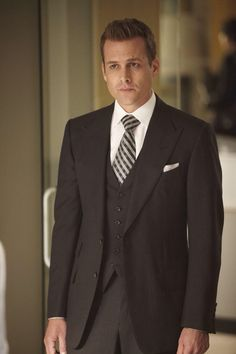 Image from http://masculine-style.com/wp-content/uploads/2014/08/redeye-tv-best-dressed-characters-photos-20131-015.jpeg.
