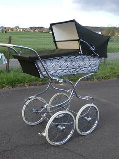 Vintage Stroller, Vintage Pram, Prams And Pushchairs, Baby Prams, Baby Carriage, Delft, Retro, Kids And Parenting, Baby Dolls