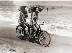 Double Happiness: 5 Benefits of Riding Tandem Bicycles - Fashionably Male Tandem Bicycle, Buy Bicycle, Bicycle Women, Bicycle Girl, New Mode, Vintage Cycles, Cycling Art, Childhood Friends, Road Bikes