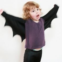 These bat wings are a fun and really easy to make addition to any dress up box. OMG I have to do this for Colin!