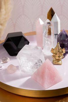 Crystal Altar, Crystal Healing Stones, Crystal Magic, Crystal Grid, Crystals And Gemstones, Stones And Crystals, Crystal Room Decor, Crystal Aesthetic, Meditation Space