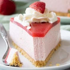 This no-bake strawberry mousse cake recipe features a thick strawberry mousse filling nestled on a Golden Oreo crust. The cake is topped with fresh strawberry jam and homemade whipped cream. recipes videos no bake Strawberry Mousse Cake Strawberry Mousse Cake, Strawberry Cake Recipes, Strawberry Jam, Strawberry Whipped Cream Cake, Homemade Strawberry Cake, Food Cakes, Cupcake Cakes, Baking Cakes, Logo Patisserie