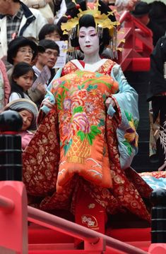 A woman dressed as an oiran.