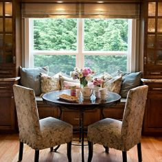 lovely dining nook.