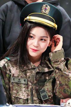 How she look at someone Kpop Girl Groups, Korean Girl Groups, Kpop Girls, Gfriend And Bts, Pops Concert, Kim Ye Won, Cloud Dancer, Fandom, G Friend
