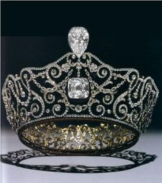 Later Queen Mary used two of the famous Cullinan diamonds, usually worn as brooches, into the Delhi Durbar tiara.