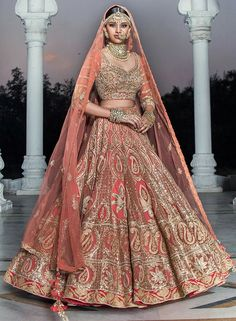 Ideas Wedding Dresses Indian Bridal India For 2019 Indian Bridal Lehenga, Indian Bridal Outfits, Indian Bridal Fashion, Indian Bridal Wear, Pakistani Bridal, Indian Dresses, Bridal Dresses, Lehenga Wedding, Indian Wear