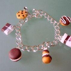 Bracelet gourmand, garni de gourmandises chocolats.
