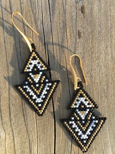Boucles d oreilles en perles miyuki 25€ Facebook : Mademoiselle Anaïs