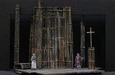 Overwhelming and overshadowing set design