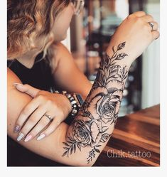 Fun, creative, rebellious, many people love getting tattoos and use them as a platform for self-expression. Tattoos can be satisfying both physically while looking at them and mentally when you con… Neue Tattoos, Body Art Tattoos, Tribal Tattoos, Hand Tattoos, Girl Tattoos, Tatoos, Forearm Tattoos For Girls, Tattoo Art, Tattoo Avant Bras