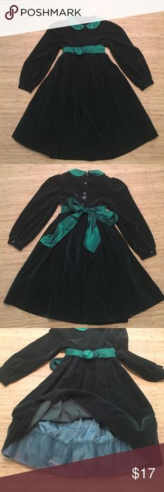 Vintage Girls Dress Deep green velvet kids vintage long sleeve dress.  Peter Pan collar and ties at waist.  It's in very good vintage condition with NO MAJOR flaws!  Don't forget to use the bundle discount feature!! Neiman Marcus Dresses Formal
